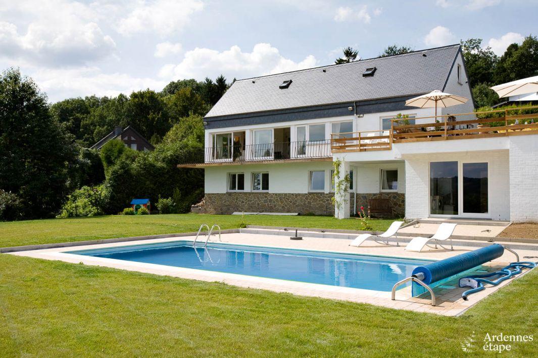 luxueuse villa pour 12 personnes avec piscine ext rieure aywaille. Black Bedroom Furniture Sets. Home Design Ideas
