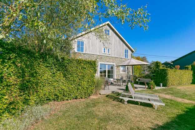 G te de vacances pittoresque avec sauna et jardin pour 8 for Maison charme et tradition