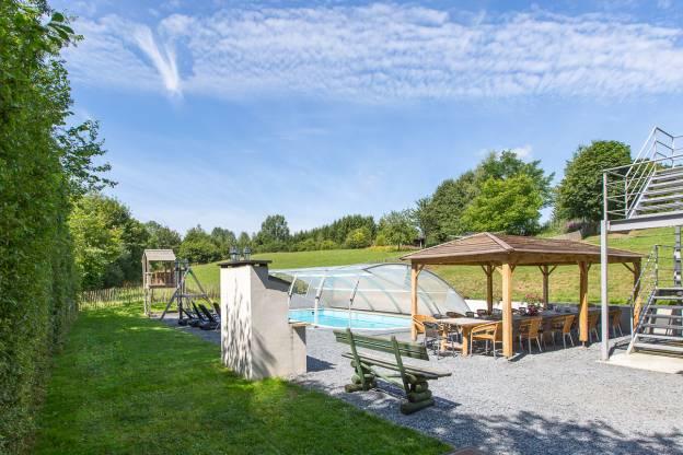 G te de vacances avec piscine et jardin pour 22 pers gouvy for Camping ardennes belges avec piscine