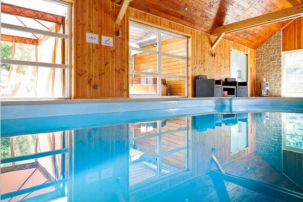 Villa de luxe 4 5 toiles pour groupes avec piscine sauna for Piscine avec hammam paris
