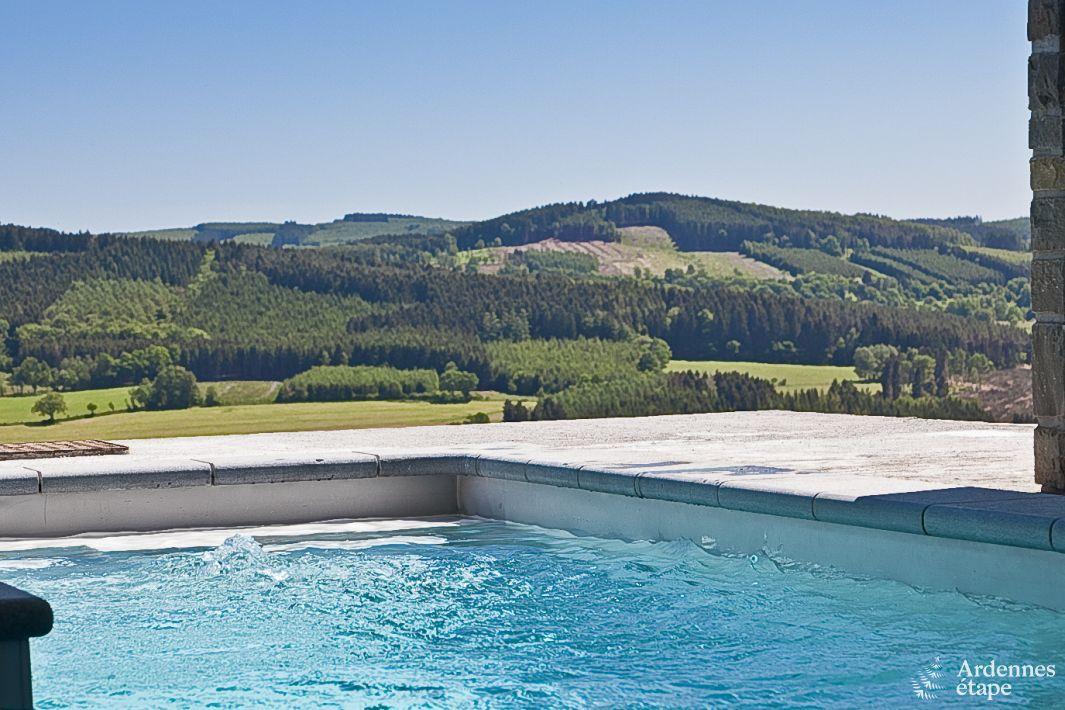 Luxueuse villa de vacances pour groupes avec vue splendide for Piscine 02