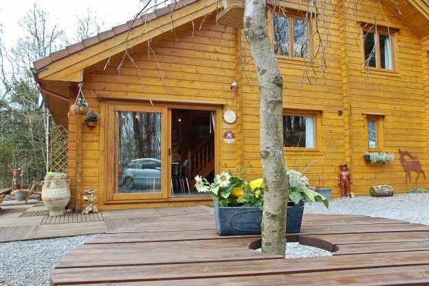 joli chalet en bois avec sauna et vue imprenable viroinval. Black Bedroom Furniture Sets. Home Design Ideas