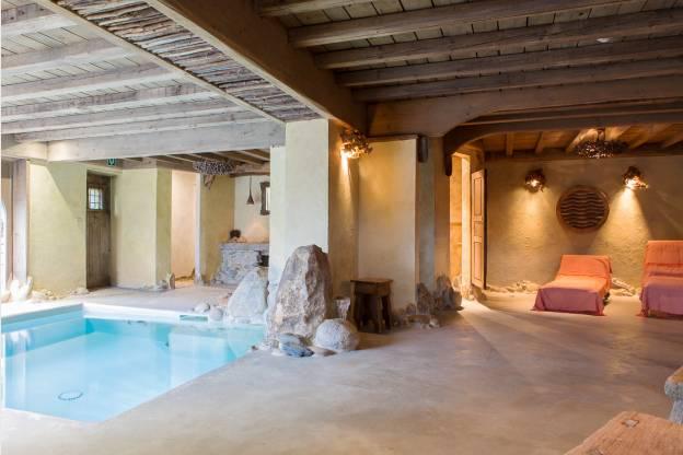 Chalet de vacances authentique pour 23 personnes avec for Piscine sauna hammam